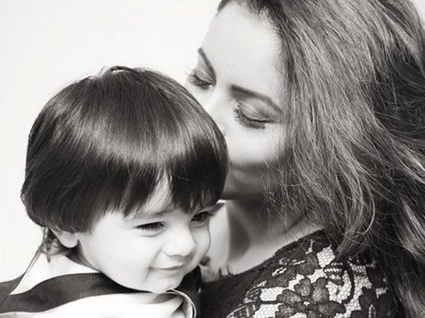 Aamna Sharif's latest picture with her son is damn cute