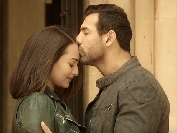 'Koi ishaara' depicts the chemistry between John Abraham and Sonakshi Sinha in 'Force 2'