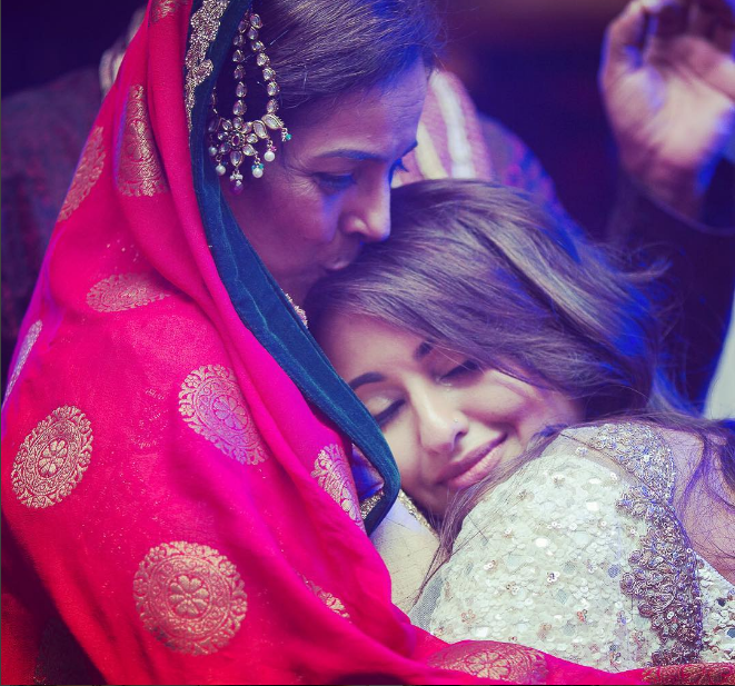 Sonakshi Sinha's adorable moment with mom!