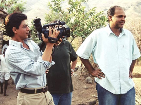 #12YearsOfSwades: Shah Rukh Khan welcomes Ashutosh Gowariker on Twitter