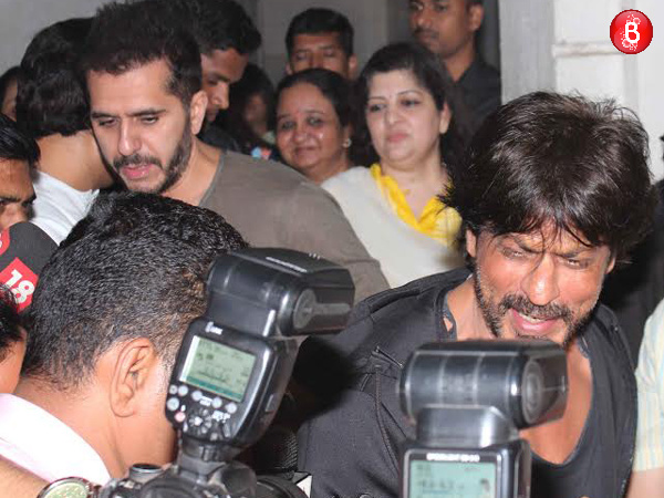 PICS: Shah Rukh Khan meets MNS leader Raj Thackeray for a discussion over 'Raees'