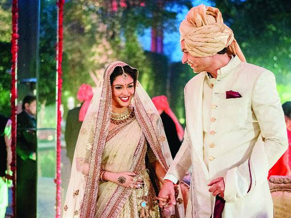 Asin celebrates first anniversary by sharing an adorable picture from her wedding album