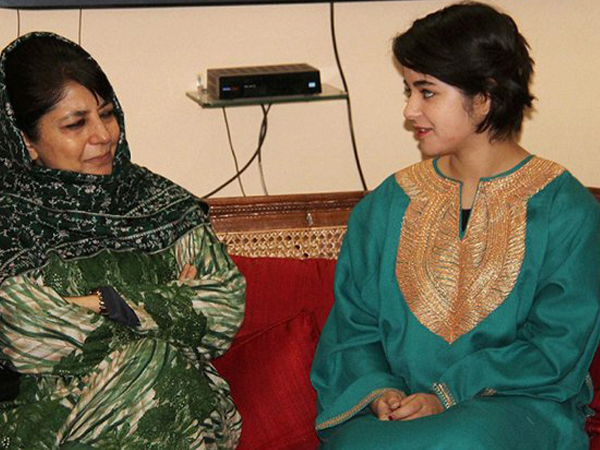 'Dangal' girl Zaira Wasim writes an apology and then deletes it for meeting Mehbooba Mufti
