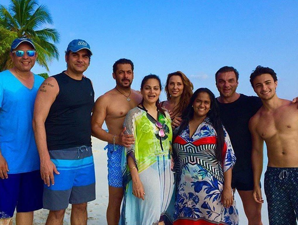 Salman Khan and Iulia Vantur with other Khans