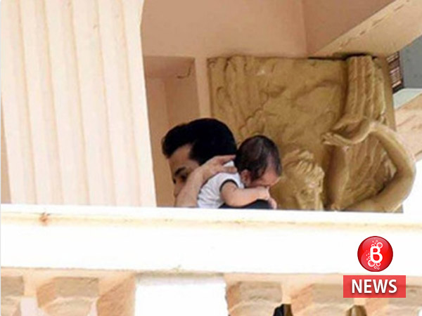 This rare picture of Tusshar Kapoor with his son Laksshya is damn cute