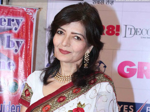Yesteryear actress Sonu Walia is being bombarded with s*x videos on her phone