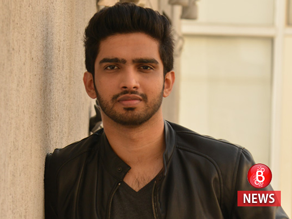 Amaal Mallik suffers a leg injury during a concert