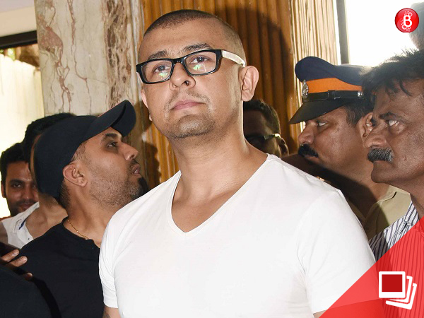 Sonu Nigam shaves his head