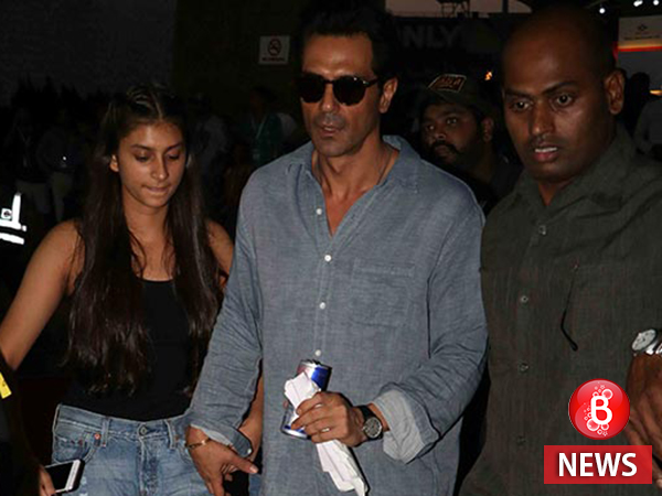 Here's what Arjun Rampal says about pushing the photographers at Justin Bieber's concert