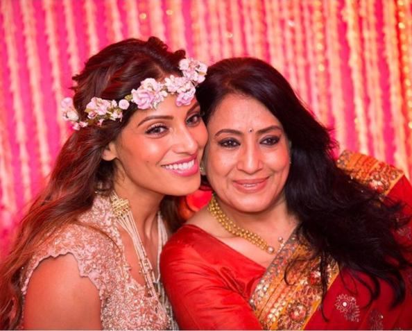 Bipasha Basu with her mother