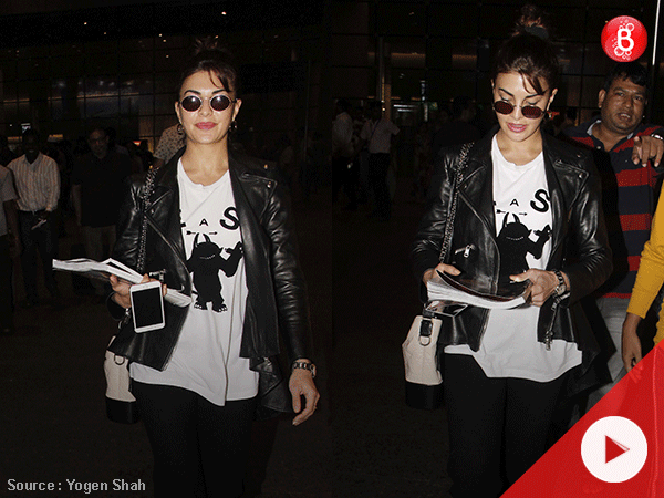 Watch: Jacqueline Fernandez poses for the paparazzi at Mumbai airport