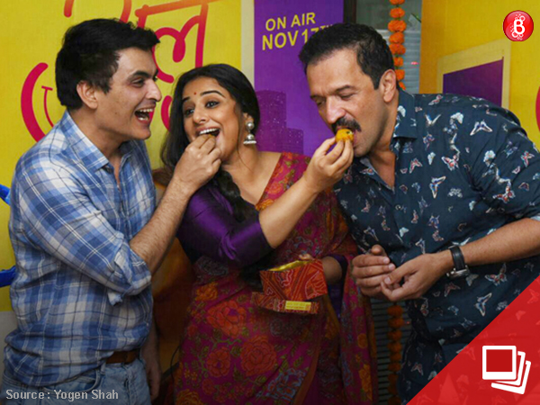 Tumhari Sulu: Vidya Balan, Manav Kaul and team celebrate the success with laddoos