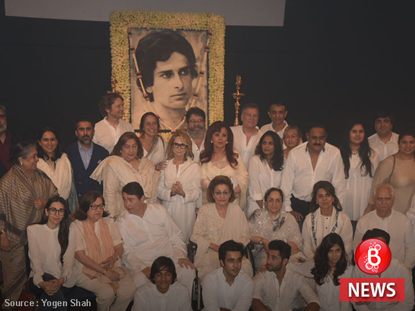 INSIDE PICS: The Kapoor family in one frame for Shashi Kapoor's prayer meet