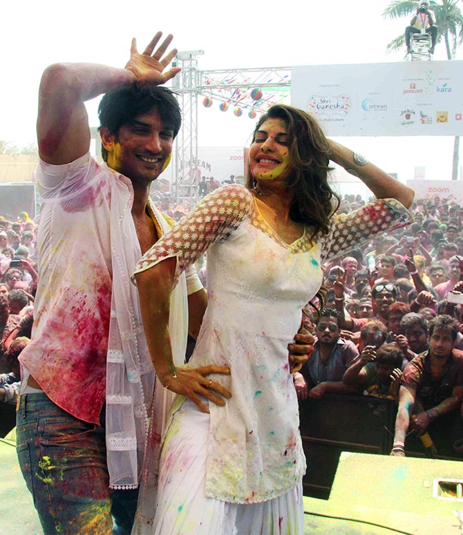 https://cdn.bollywoodbubble.com/wp-content/uploads/2017/12/sushant-jacqueline.jpg
