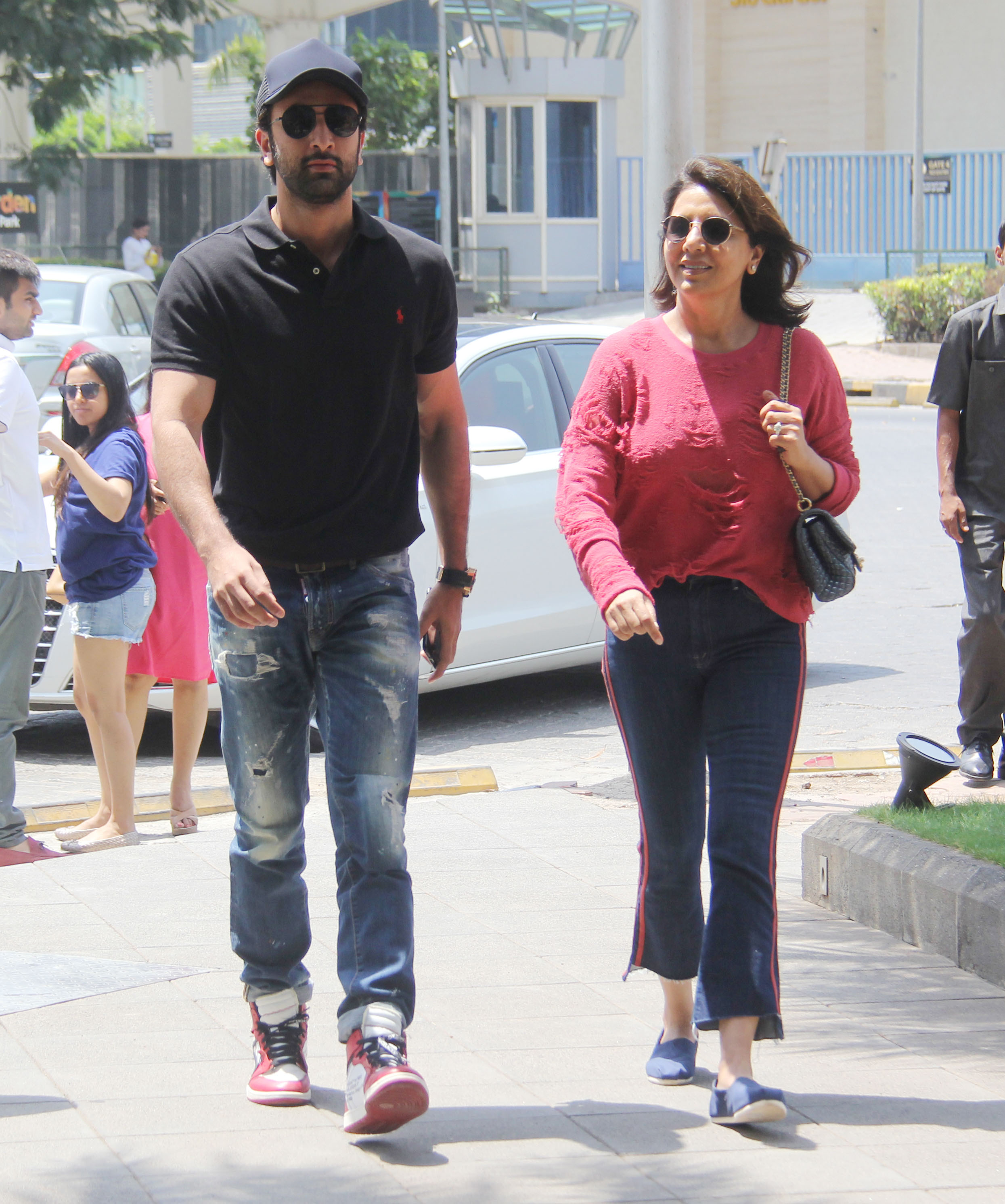 Ranbir celebrates Mother's Day with Mom Neetu Singh