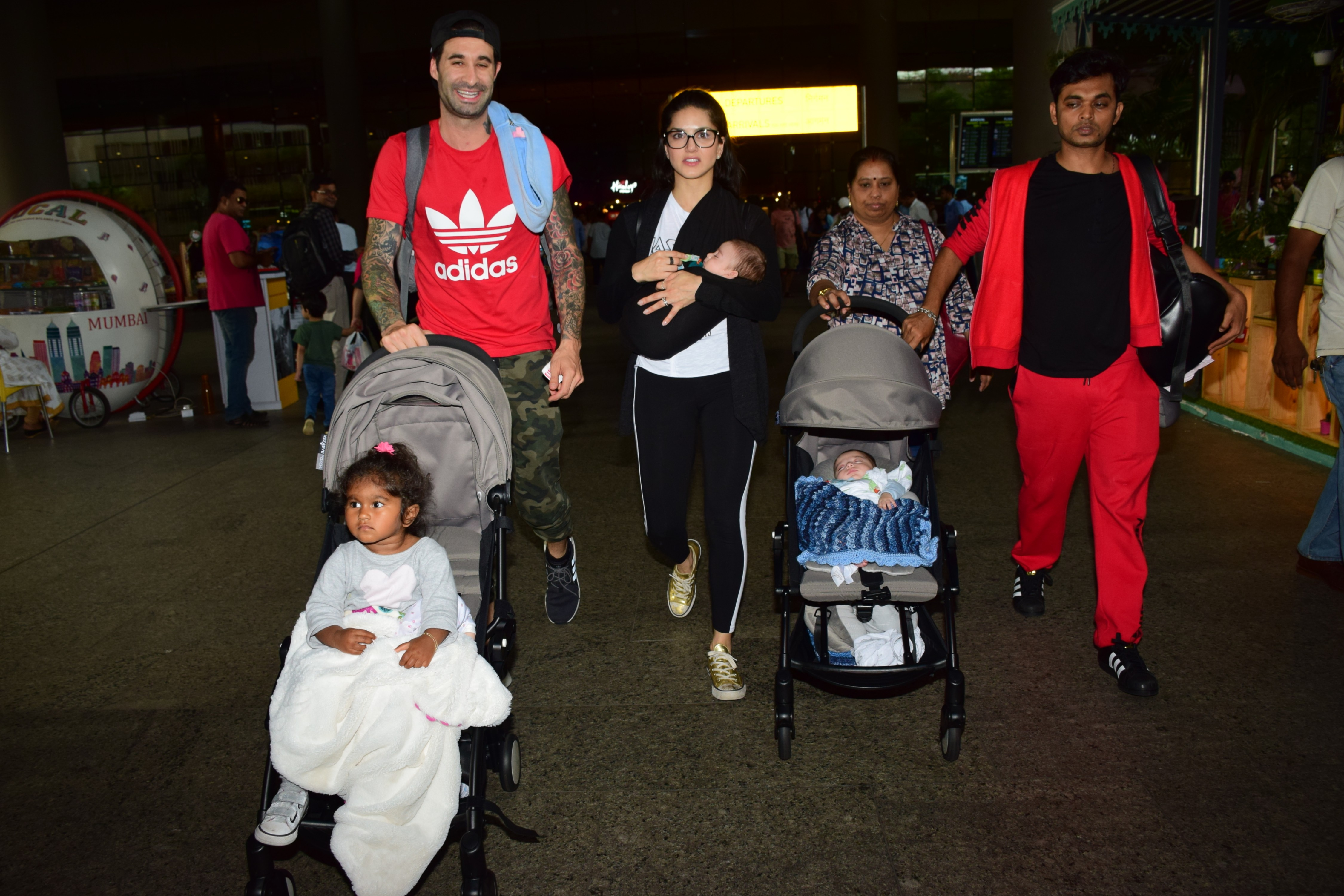 Sunny Leone spotted with her family