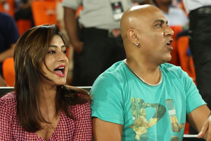 Baba Sehgal with his girlfriend