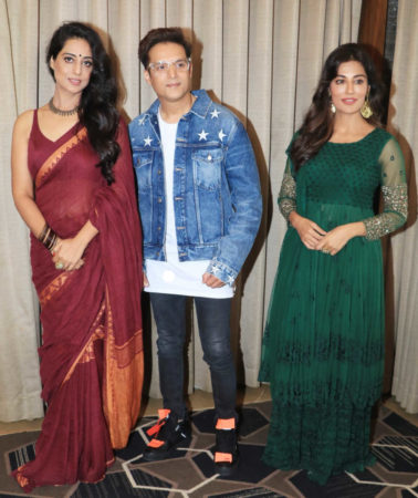 Mahie Gill with Saheb Biwi Aur Gangster 3 co-stars