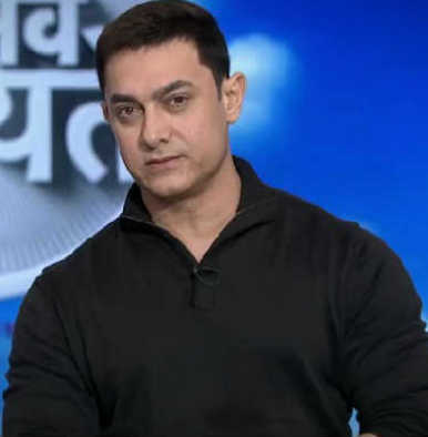 Is Aamir Khan interested in remaking a Hollywood film by Paramount Pictures?