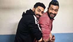 When Abhishek Bachchan and Vicky Kaushal recreated their Dad's pose