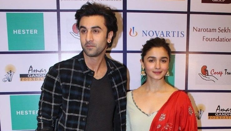 Lovebirds Ranbir Kapoor and Alia Bhatt spotted taking a stroll in New York City, view pic