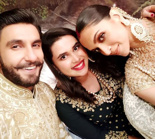 Ranveer clicks a selfie with one of the couple's friends