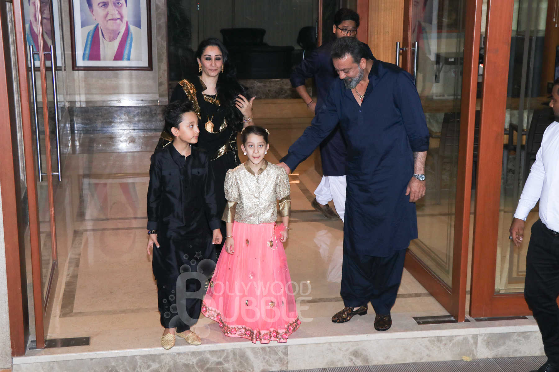 Sanjay Dutt and Maanayata with kids