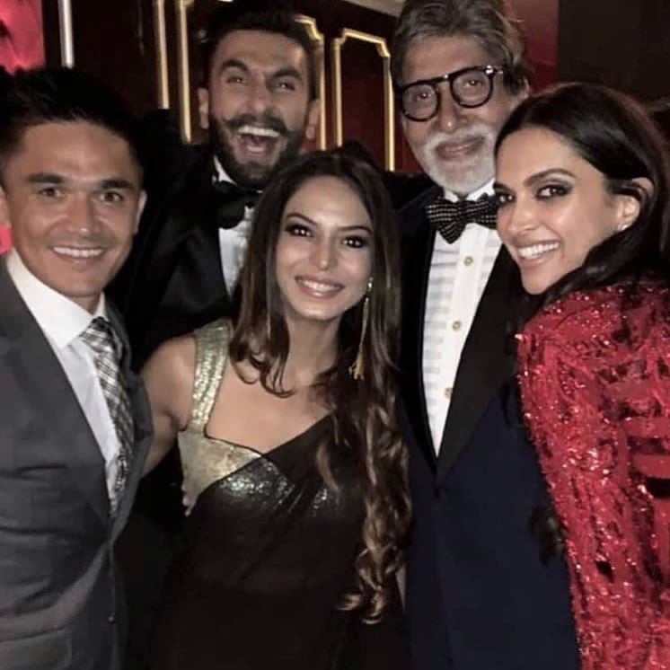 Ranveer, Deepika with Mr Bachchan, Sunil Chetry and his wife.