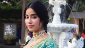 Janhvi Kapoor outfit