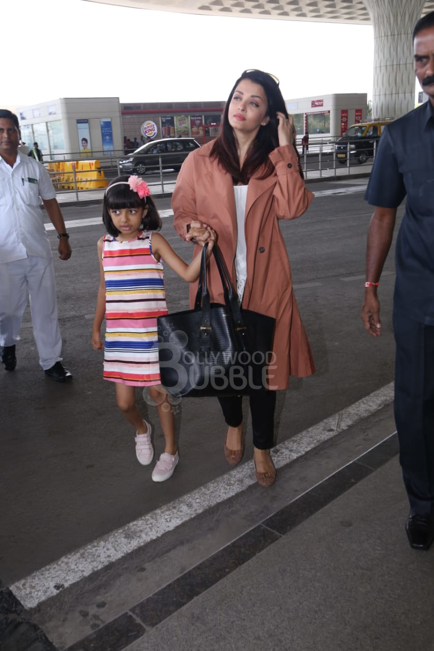 Aish with her daughter