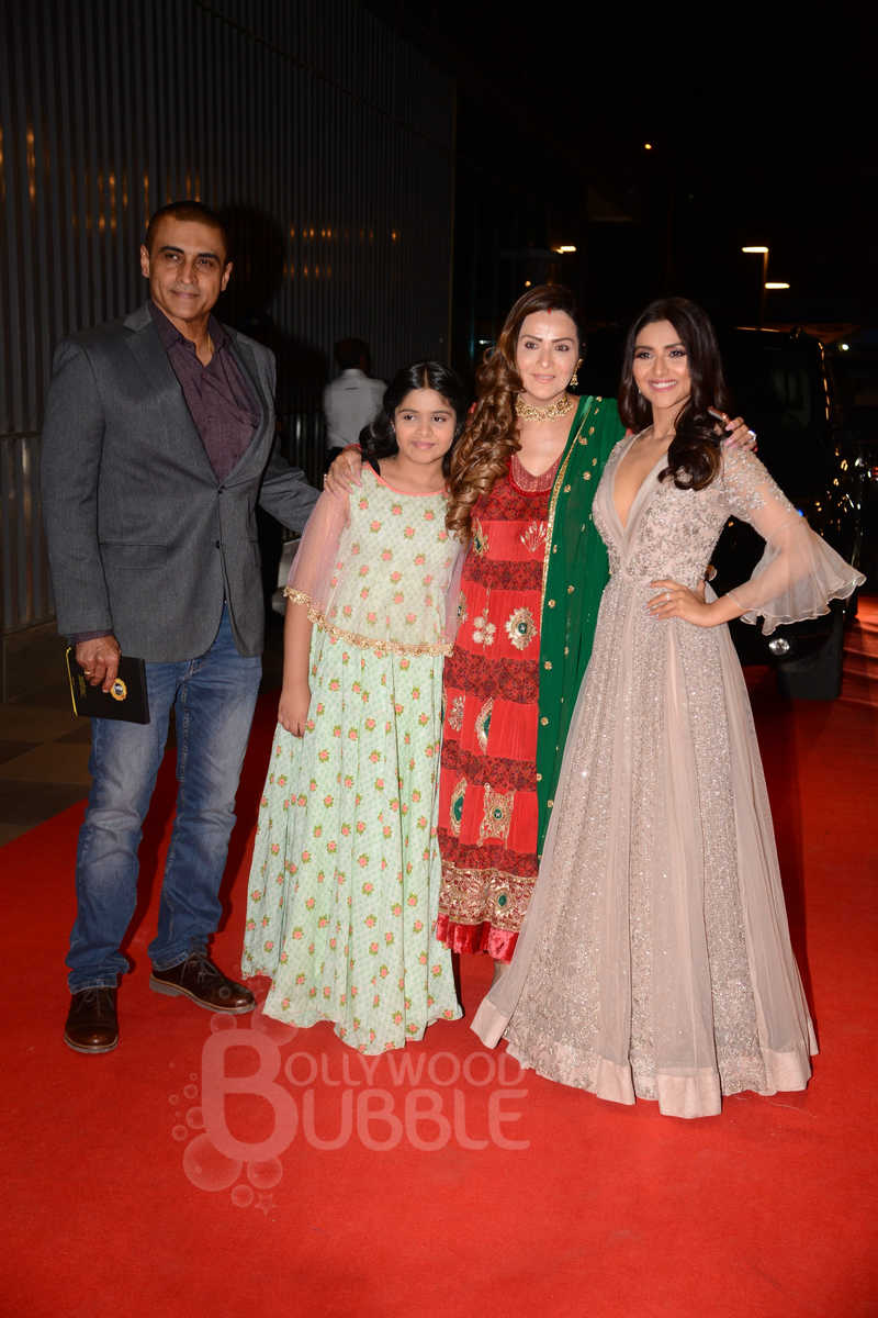 Mohnish Behl with his family