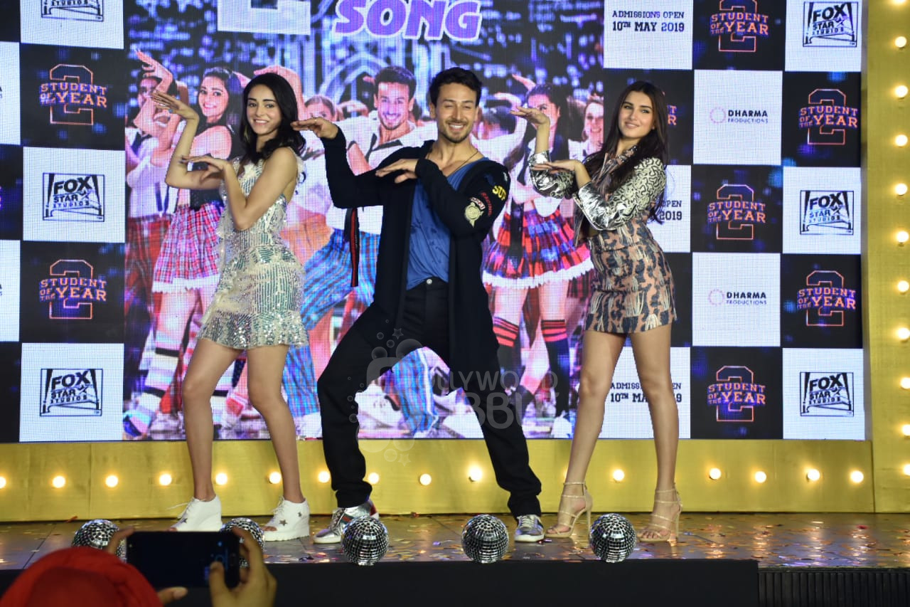 The trio performing on 'The Jawaani Song'