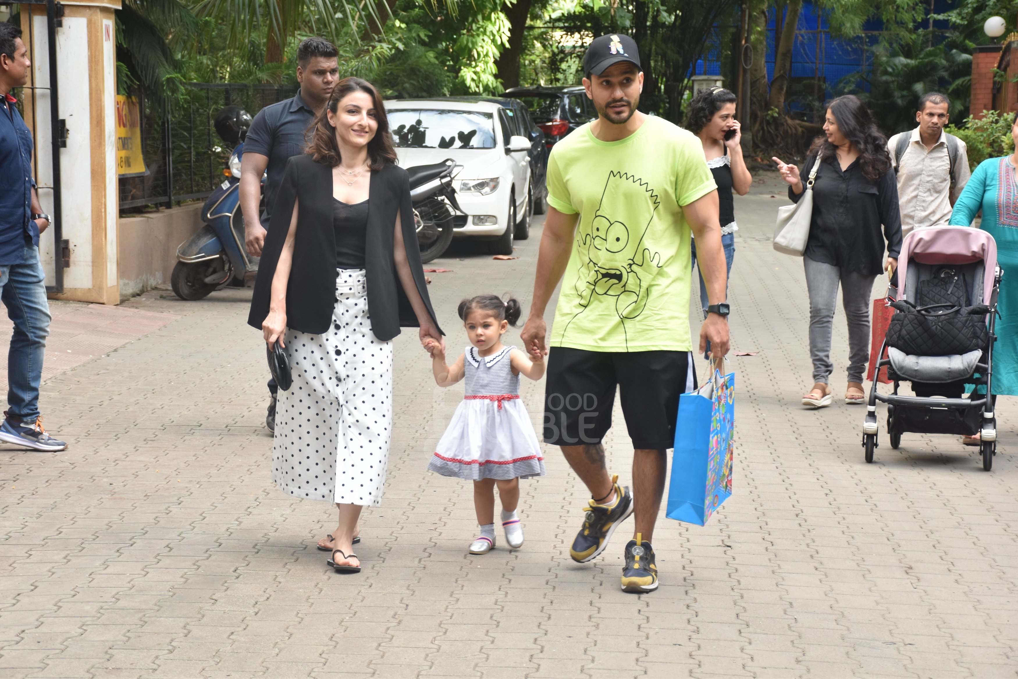 Kunal Kemmu and Soha Ali Khan with Inaaya