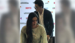 Shah Rukh Khan pulling the chair for Tabu will melt your heart