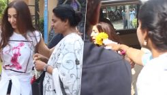Watch how Malaika Arora reacted when a flower vendor sells her gajra saying,