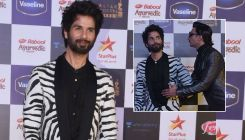 Miffed Shahid Kapoor walks out off an award show, as an award promised to him was handed to Ranveer Singh?